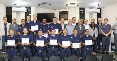 Guardas Civis Municipais recebem certificados de capacitação profissional