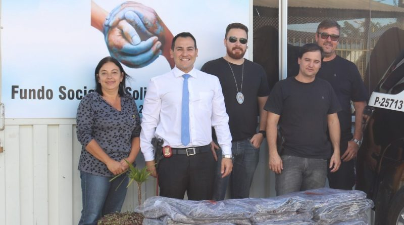 Polícia Civil de Aguaí doa 50 cobertores ao Fundo Social
