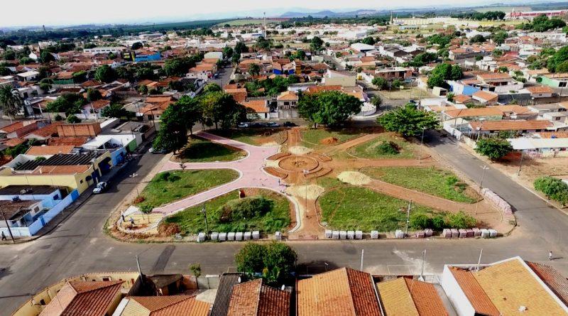 Prefeitura realiza reforma e manutenção de Praça na Vila Nova